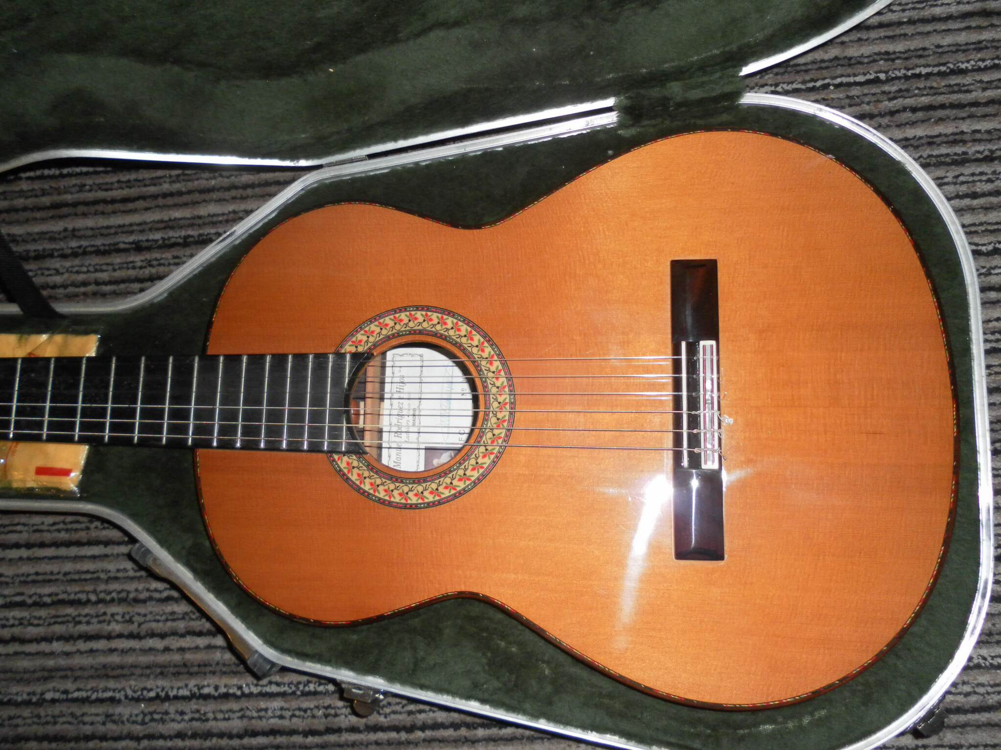 guitars for sale classical guitar society of northern ireland. Black Bedroom Furniture Sets. Home Design Ideas